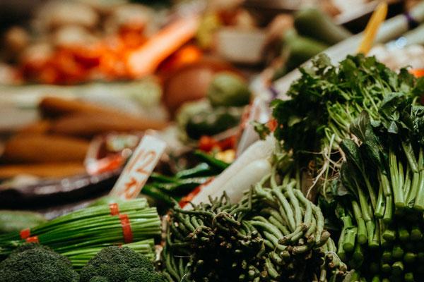 Expositor verduras de temporada