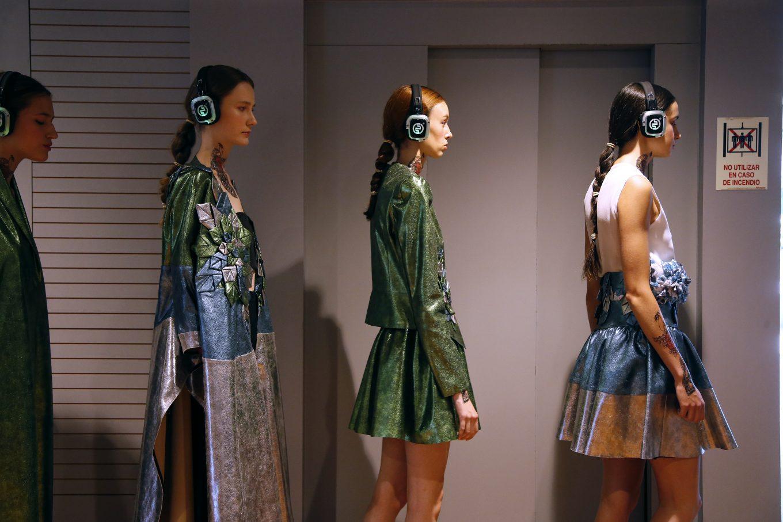 Modelos con auriculares