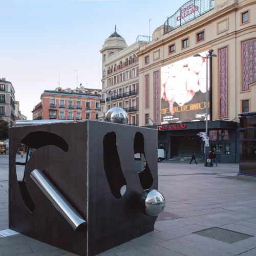 Escultura en plaza de Callao Madrid