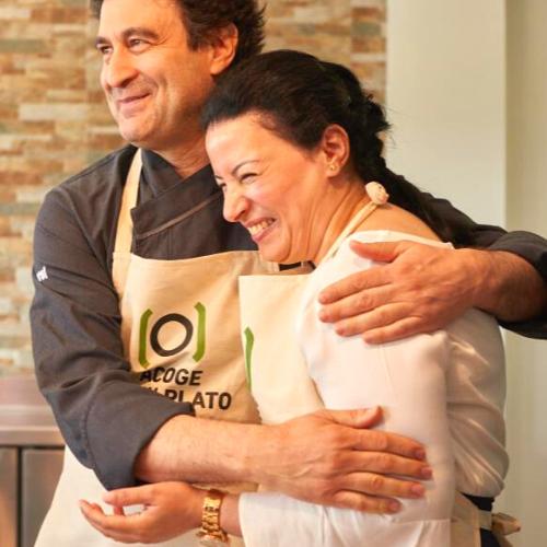 Cocineros abrazándose