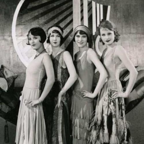 Modelos en blanco y negro vestidos moda años 20