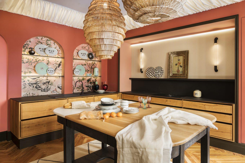 Cocina con mesa en isla