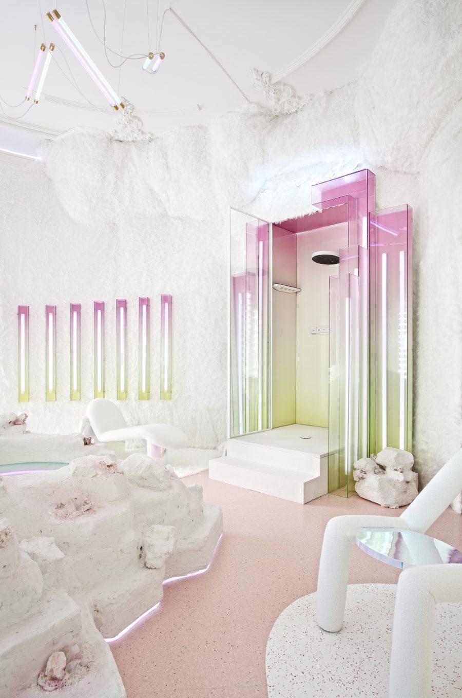 Spa con jacuzzi y cabina de ducha