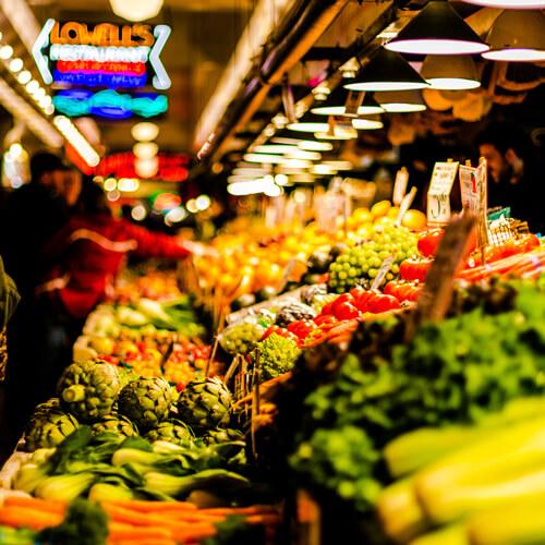 Puesto de frutas en mercado