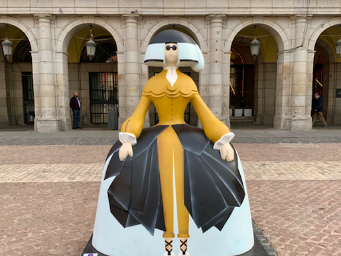 Menina de Oteyza en la Plaza Mayor
