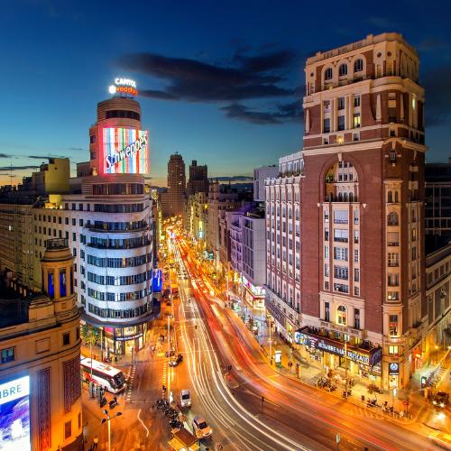 Gran Vía de Madrid por la noche