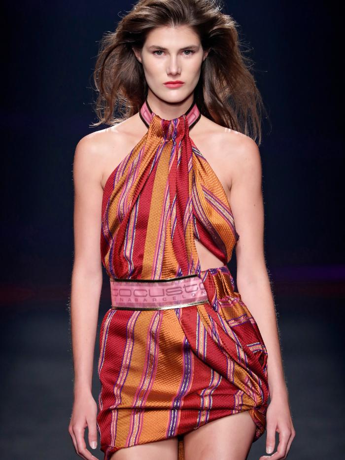 Modelo vestida de Custo Barcelona