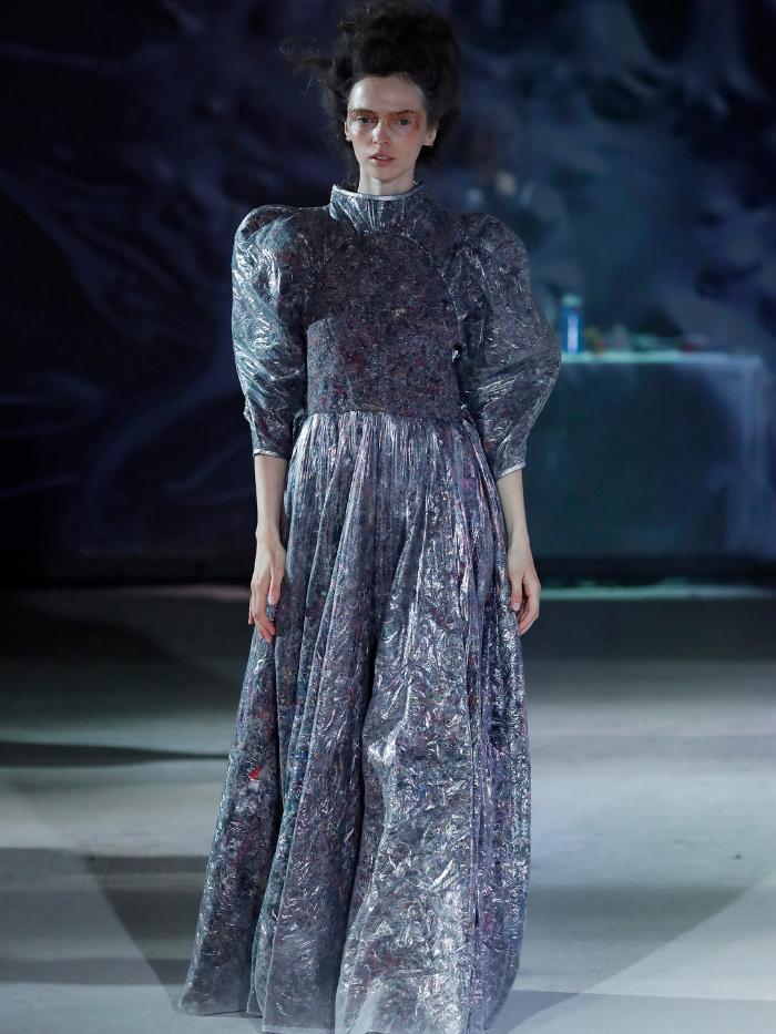 Modelo vestida de Buj
