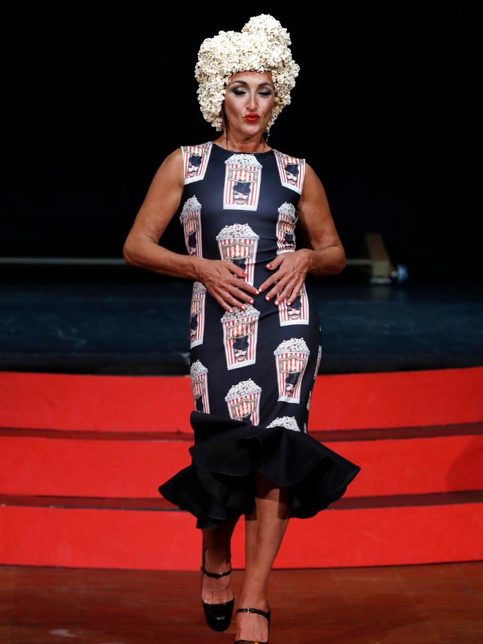 Modelo con vestido de Eduardo Navarrete