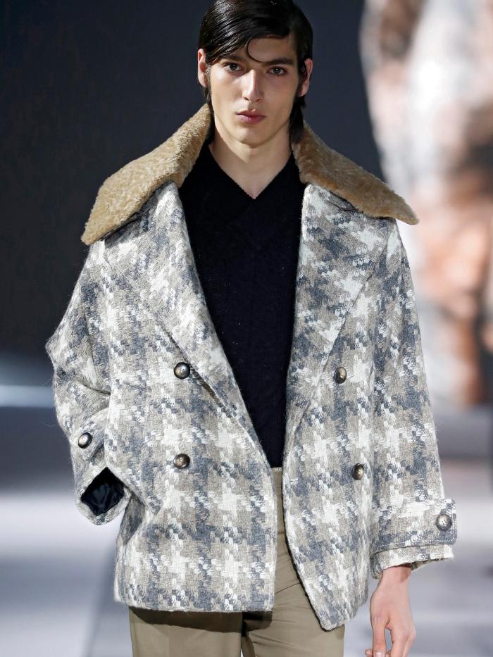 Modelo con chaqueta de cuadros de Pablo Erroz