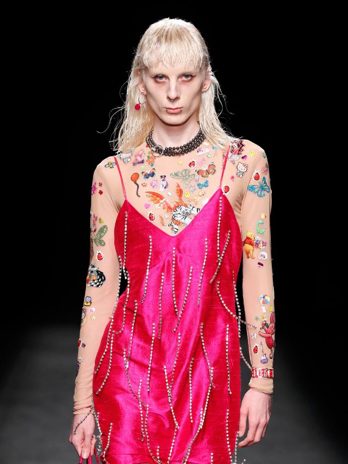 Modelo vestida de Reparto Studio