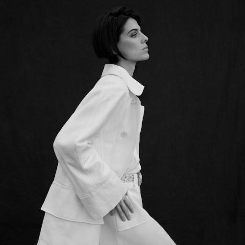 Modelo vestida de Roberto Verino