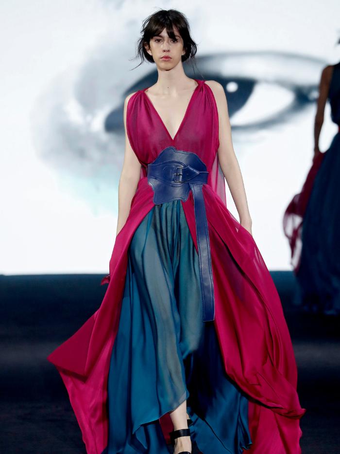 Modelo vestida de Ulises Mérida