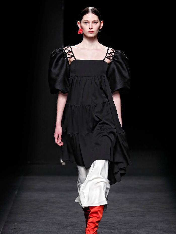 Modelo vestida de Corsicana