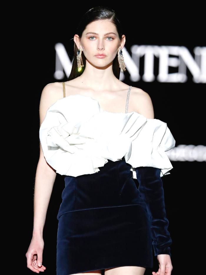 Modelo vestida de Montenegro