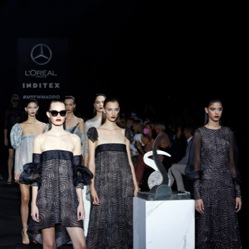 Modelos vestidas por Hanníbal Laguna