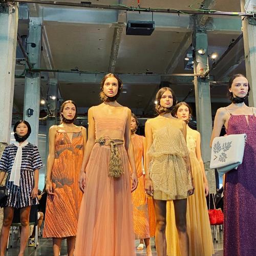 Modelos vestidas por Pilar Dalbat