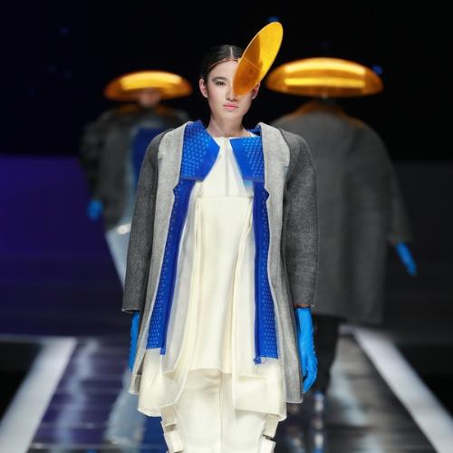 Modelo vestida por Laura Searle