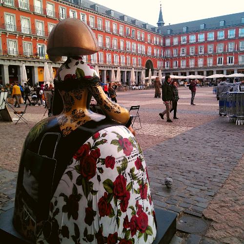 Menina en la Plaza Mayor